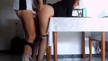 Madre follada por su hijo en la webcam
