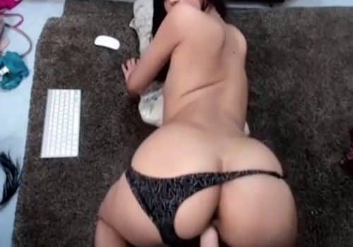 Masturbación en directo con un buen consolador